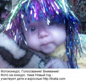 малыш в новогодней шапочке