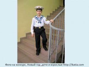 мальчик в костюме моряка