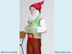 мальчик в костюме гнома