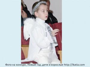 мальчик в костюме ангела