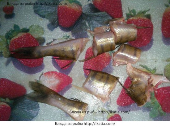 рыба порезанная кусками